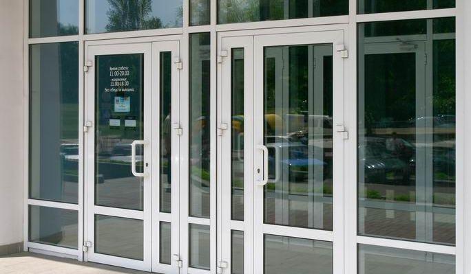 Металлопластиковые входные двери для юридических и коммерческих учреждений